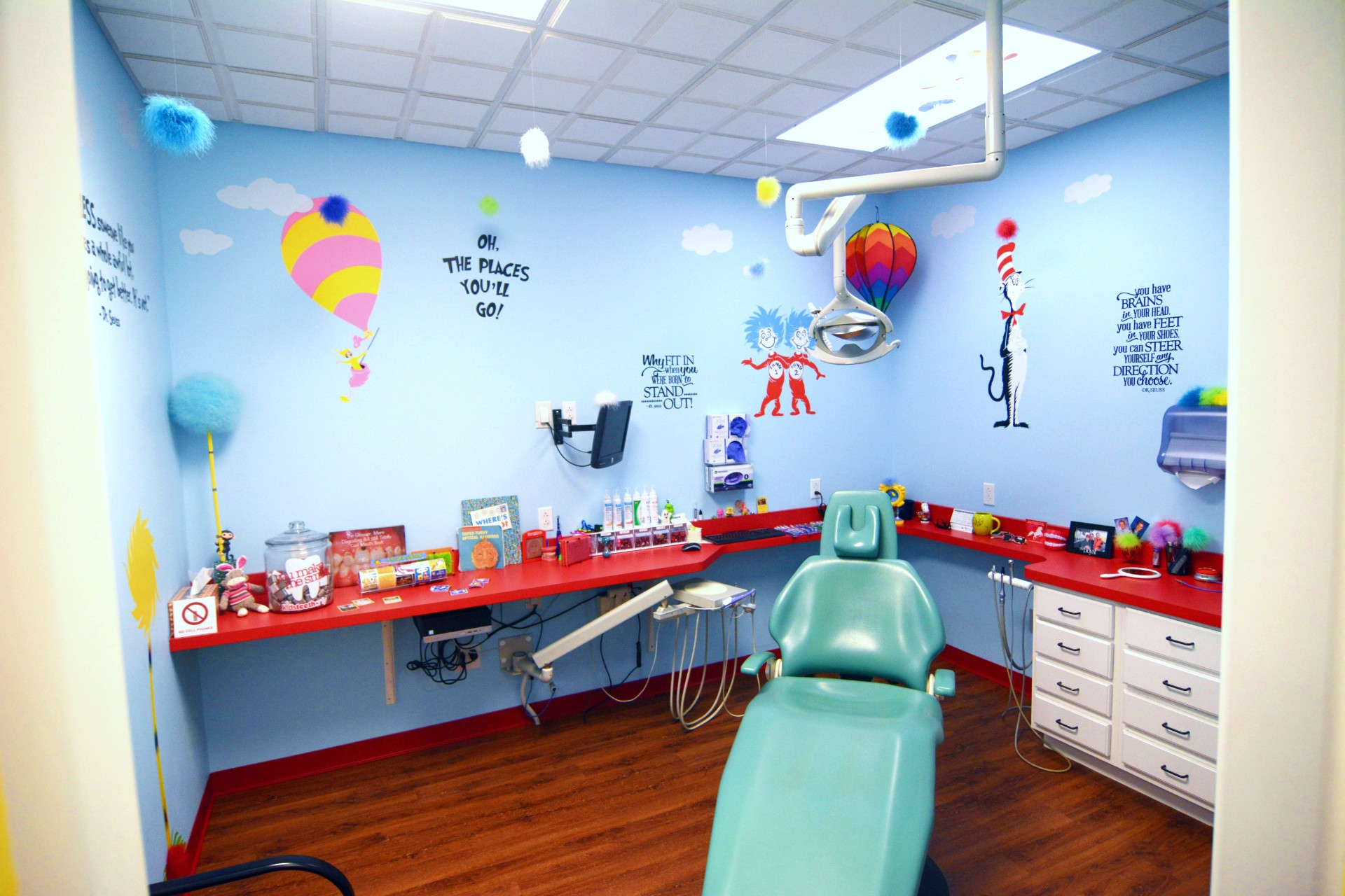 Dr. Suess dental room at kidsteethonly